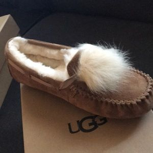 Ugg Pom Pom Dakota shoes